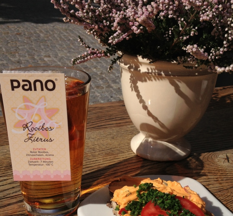 Enjoying the simple delights of rooibos zitrus Pano | Garmisch-Partenkirchen, Germany